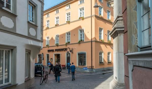 Hotel Aussenansicht mit Altstadt