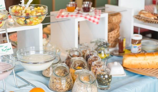 Hotel Frühstück - Müslis und Obst